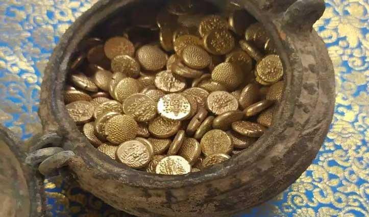 जम्बुकेश्वर मंदिर के पास खुदाई में निकला सोने के सिक्कों से भरा घड़ा, देखकर हर कोई हैरान
