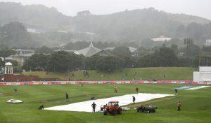 पहला टेस्ट: New Zealand के खिलाफ पहले दिन भारत ने पांच विकेट पर बनाए 122 रन