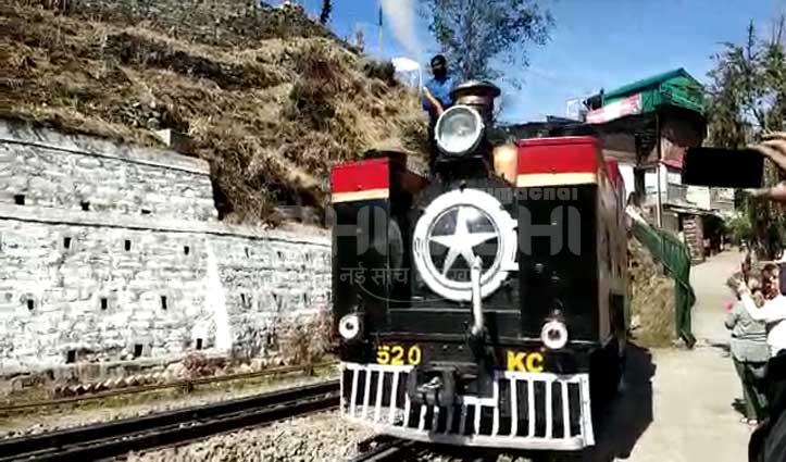 कालका-शिमला ट्रैक पर दौड़ा 115 साल पुराना Steam Engine, ब्रिटिश सैलानियों को करवाई सैर