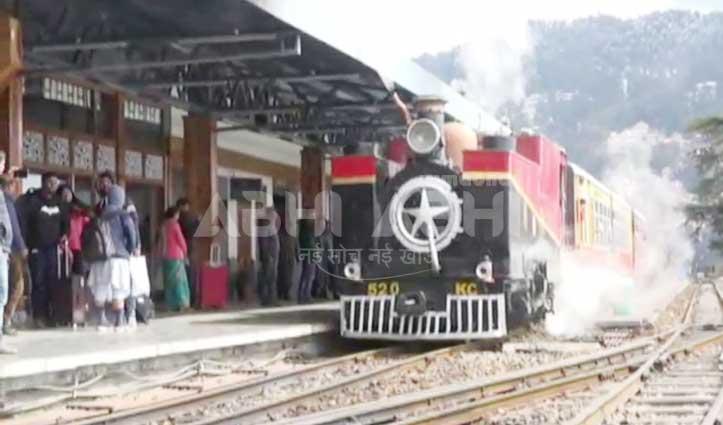 शिमला-कालका हेरिटेज ट्रैक पर दौड़ा स्टीम इंजन, इंग्लैंड के पर्यटकों ने निहारी वादियां