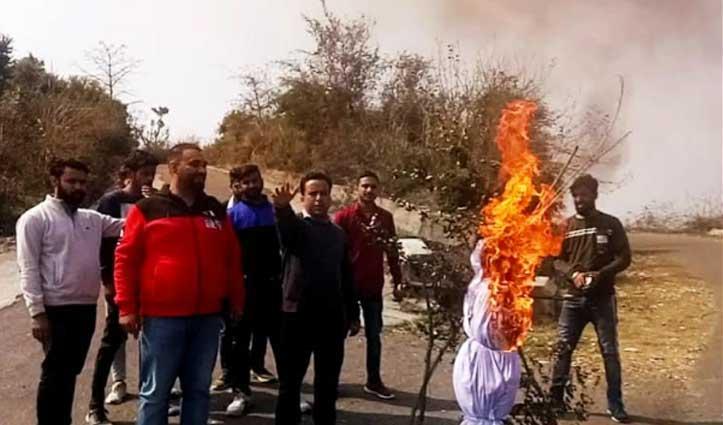 दौलतपुर चौक में Youth Congress ने भ्रष्टाचार का फूंका पुतला, निकाली रैली