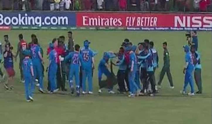 Video : बांग्लादेशी खिलाड़ियों ने Team India से की धक्का-मुक्की, 5 को होगी सजा
