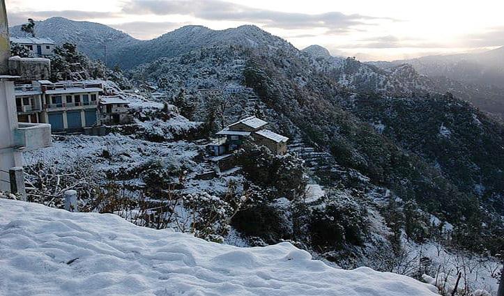 मौसम ने ली करवट : पहाड़ों पर बर्फबारी शुरू, Landslide से बद्रीनाथ हाईवे बंद