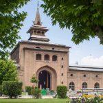 कश्मीर में Corona से पहली मौत के बाद मस्जिदों में Namaz पर रोक, धार्मिक स्थल बंद