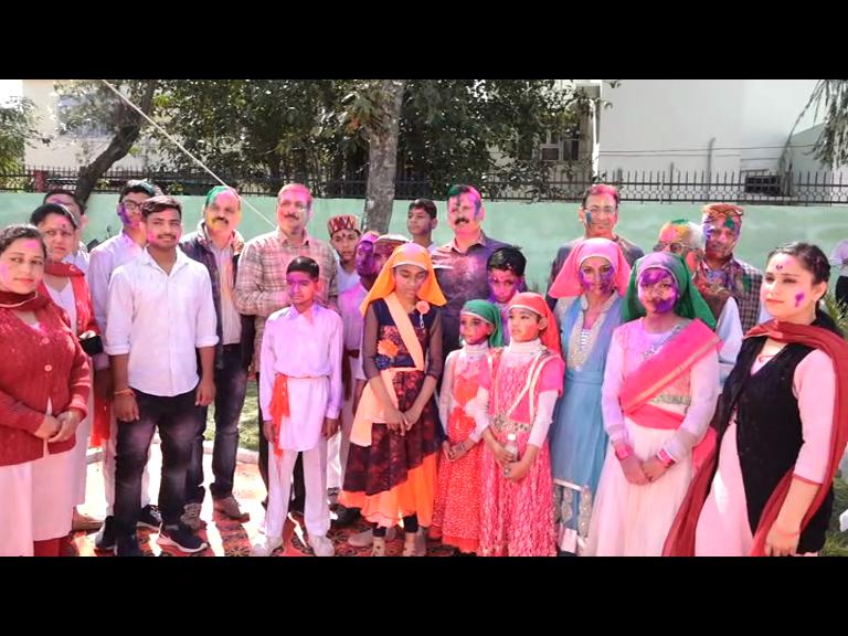 Una में विशेष बच्चों के साथ खेली Holi, डीजे की धुन पर झूमे नौनिहाल