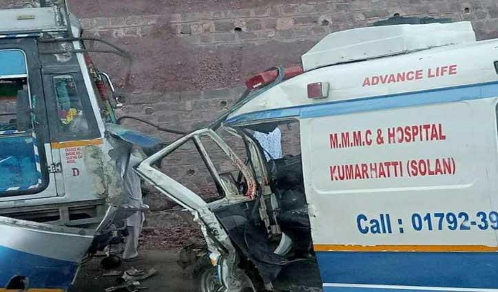 सोलन में PRTC बस और एंबुलेंस में टक्कर, मरीज की गई जान-चार घायल