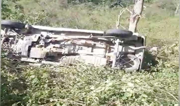 भरवाईं-मुबारिकपुर मार्ग पर किन्नू पेट्रोल पंप के समीप खाई में गिरी Car