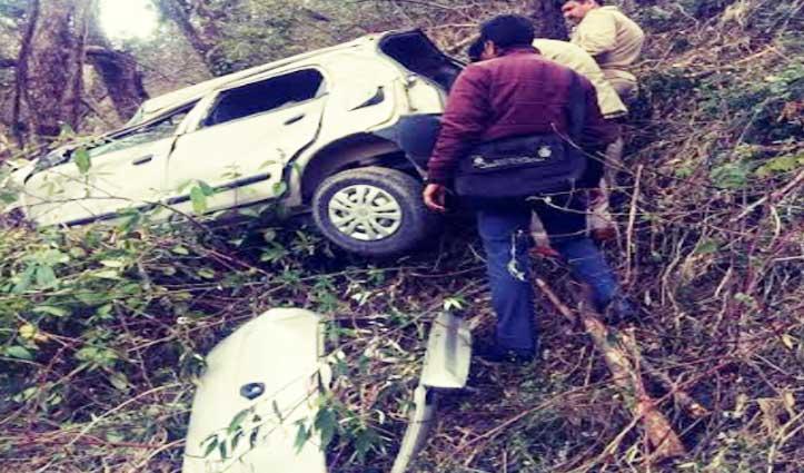 शिमलाः सड़क से लुढ़की Car, चालक की चली गई जान