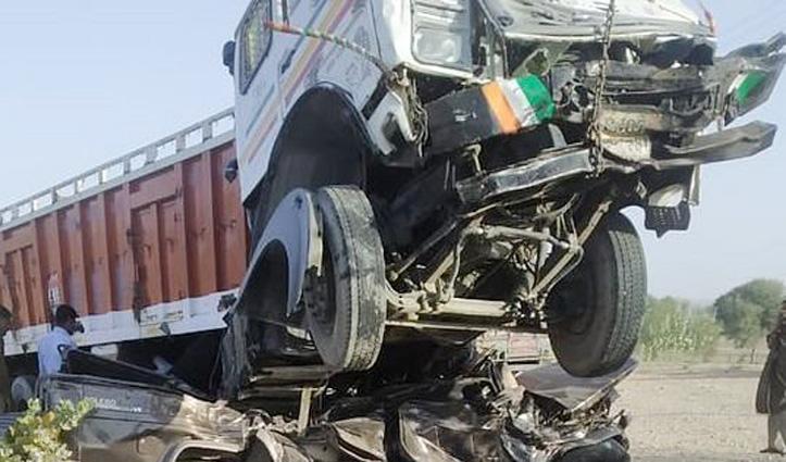 ट्रक-जीप की टक्कर में 11 की गई जान, तीन घायल