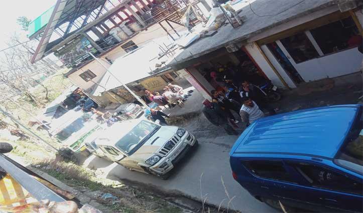 Chopal में सड़क पर लगा रहता है जाम, लोगों ने की बाईपास बनाने की मांग