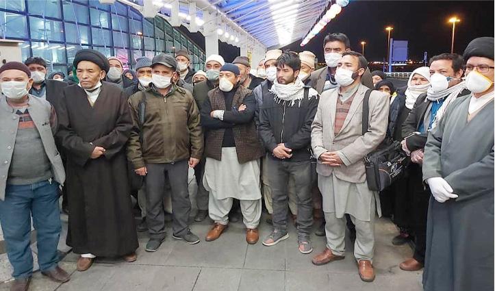 ईरान में फंसे 58 श्रद्धालुओं को लेकर India पहुंचा एयरफोर्स का विमान