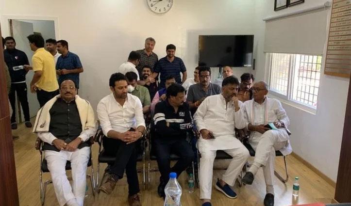 MP सियासी ड्रामा : हिरासत में लिए गए दिग्विजय सिंह भूख हड़ताल पर बैठे