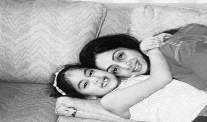 श्रीदेवी की मौत को हुए 2 साल, जाह्नवी ने फोटो शेयर कर लिखा ये Massege