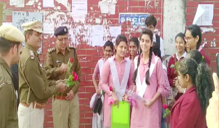 हिंसा प्रभावित इलाकों में आज से CBSE परीक्षाएं शुरू, पुलिस कर्मियों ने छात्रों को दिए फूल