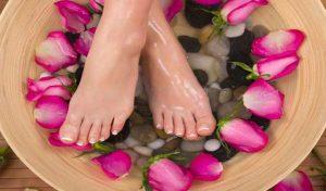 Summers में पैरों की देखभाल के लिए अपनाएं ये तरीके, दिखेंगे मुलायम और सुंदर