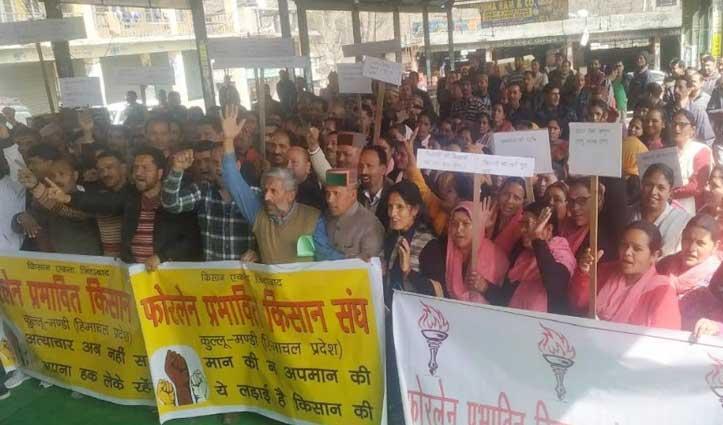 Mandi: मांगों की अनेदखी पर सड़कों पर उतरे फोरलेन प्रभावित, निकाली रोष रैली