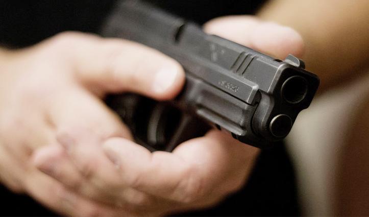 10 साल के बच्चे ने Police Officers पर चलाई गोलियां