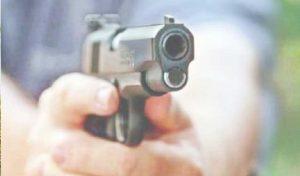 राशन डिपो चालक ने पत्नी व बच्चों को मारी गोली, फिर की ख़ुदकुशी