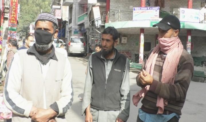 Himachal में कर्फ्यू ने बढ़ाई बाहरी राज्यों से यहां आए मजदूरों की मुश्किलें