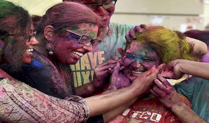 Holi खेलने के बाद नाखून में जमा रंग निकलने में ये Tips आएंगे काम, जानें