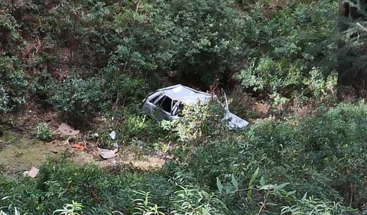 सुंदरनगर-करसोग मार्ग पर खाई में गिरी Car, दो घायल-एक IGMC रेफर
