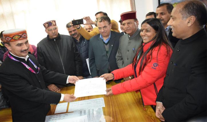 हिमाचल से कांग्रेस की राज्यसभा की एक सीट छिनी, बीजेपी की Indu Goswami निर्विरोध चुनी