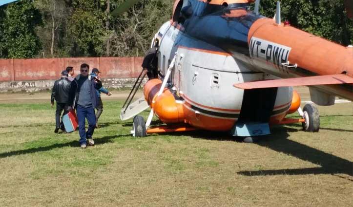 पांवटा में लैंड करते ही मिट्टी में धंसा CM का Helicopter और फिर हुआ ये