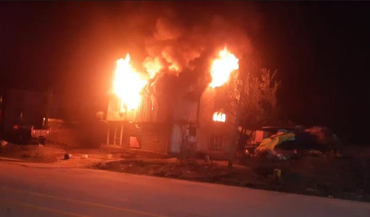Kullu में दो मंजिला मकान जला, 8 कमरे चढ़े आग की भेंट