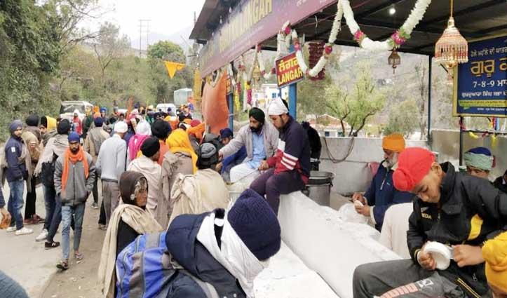 होली पर Pandoh में शुरू हुआ विशाल लंगर, सभी को परोसा जा रहा भोजन