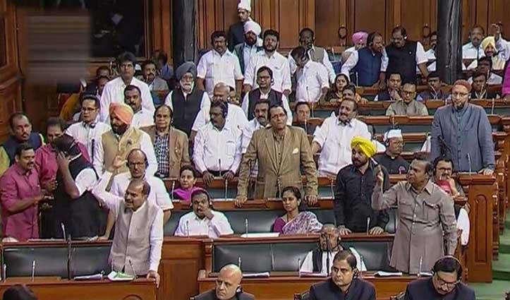 Loksabha: कांग्रेस के 7 सांसदों को पूरे सत्र के लिए निलंबित किया गया, सभापति पर फेंका था कागज
