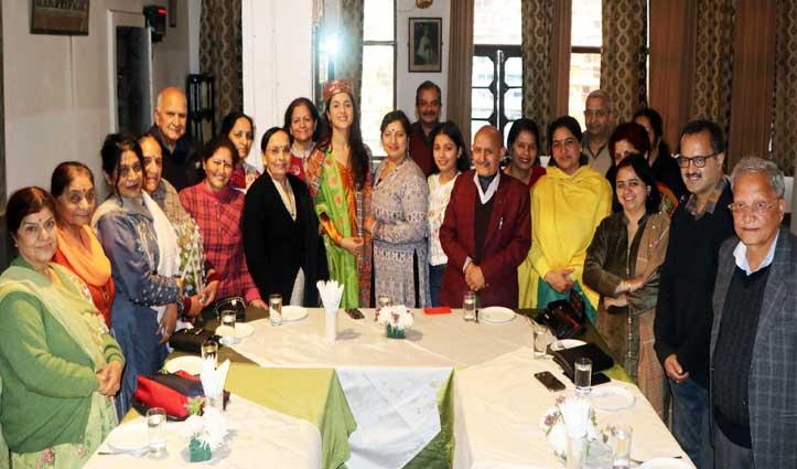 लव आज कल-2 से बॉलीवुड में डेब्यू करने वाली आरुषि का Mandi में सम्मान
