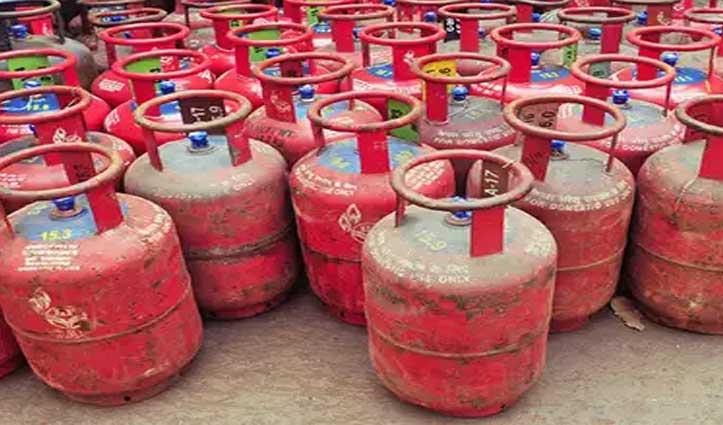 Holi से पहले आम आदमी को मिली बड़ी राहत, 52 रुपये सस्ता हुआ गैस सिलिंडर