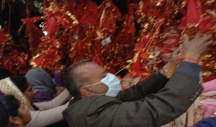 आस्था पर भारी दिखा कोरोना, चिंतपूर्णी मंदिर में चैत्र संक्रांति पर कम जुटी भीड़