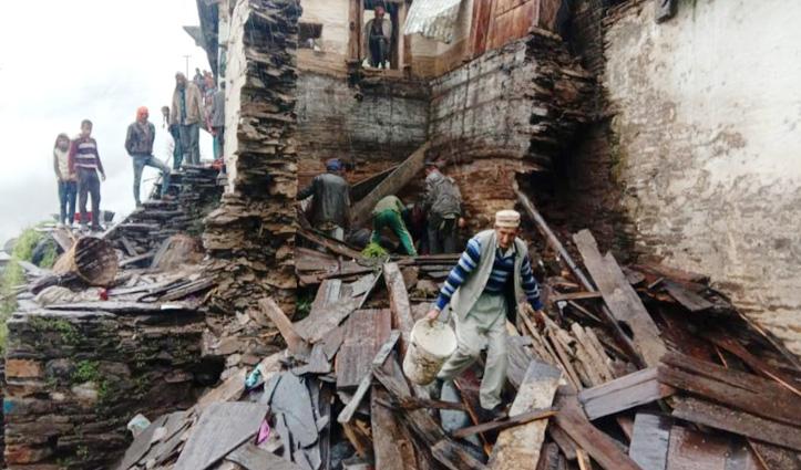 शिलाई: क्यारी गुंडाह में मकान गिरा, दो बच्चों समेत महिला घायल