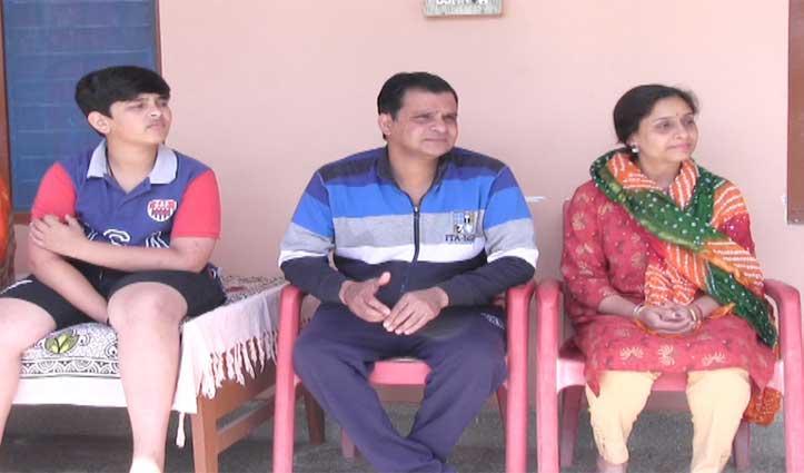 Coronavirus ने रोकी चीन वापसी की राह, मंडी के धर्मपुर में फंसा NRI परिवार