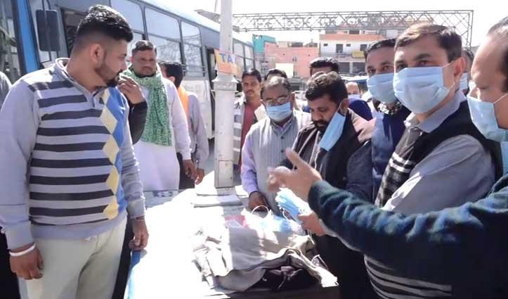 मंडी में स्वयं सहायता समूह तैयार करवा रहा Mask, कीमत 12 रुपए