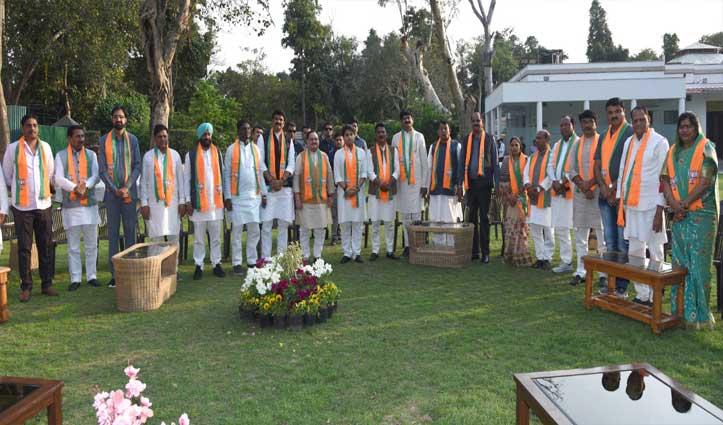 MP में कमलनाथ सरकार गिराने वाले कांग्रेस के 22 बागी पूर्व विधायक BJP में हुए शामिल