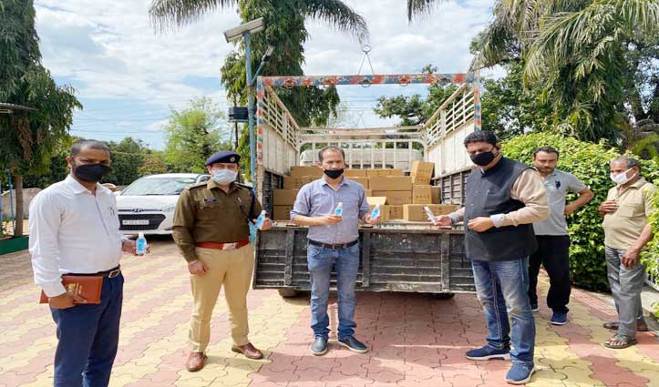 बीजेपी विधायक पठानिया ने बांटे 20 हजार Sanitizers व  जरूरतमंदों को दिया राशन  —