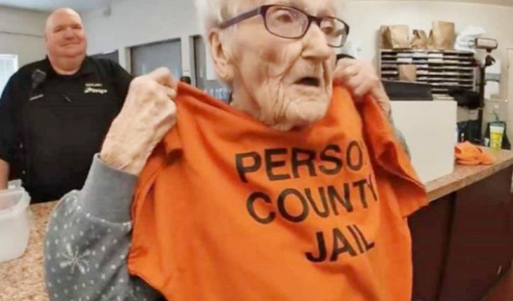 100वें बर्थडे पर इस बुजुर्ग को जाना पड़ा Jail, पढ़े क्या है माजरा