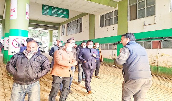 Breaking: कोरोना से बचाव के लिए सरकार की व्यवस्था जांचने KNH पहुंचे राठौर