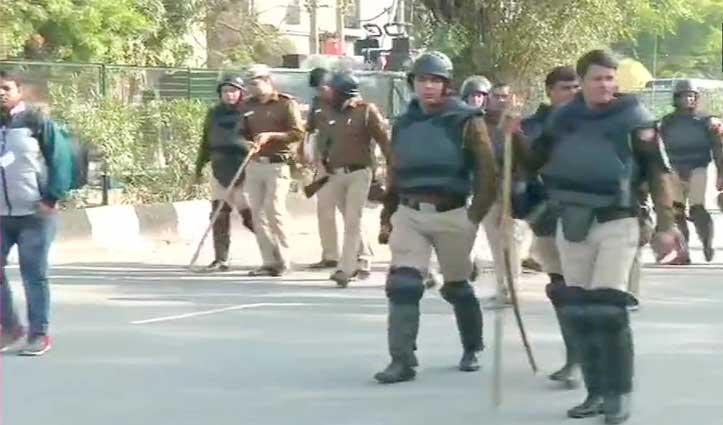 Shaheen Bagh में भारी सुरक्षा बल तैनात , धारा 144 भी लगाई
