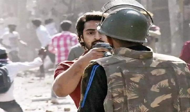 Delhi Violence : पुलिसकर्मी पर पिस्टल तानने वाला शाहरुख 10 दिन बाद गिरफ्तार