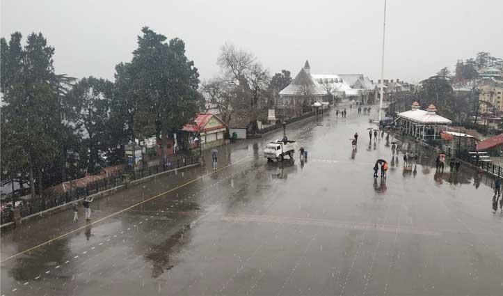 शिमला में बर्फबारी शुरू, निचले इलाकों में बारिश का दौरः देखें तस्वीरें