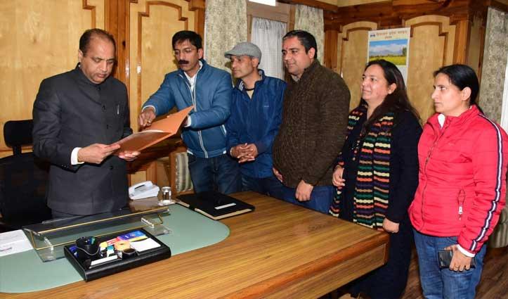 पत्रकारों की विभिन्न मांगों को लेकर Press Club शिमला ने CM जयराम ठाकुर को सौंपा ज्ञापन