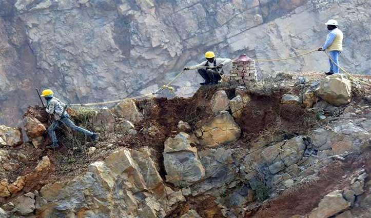 सोने की 'खान' वाले Sonbhadra में ढही खदान, निकल गई 5 मजदूरों की जान