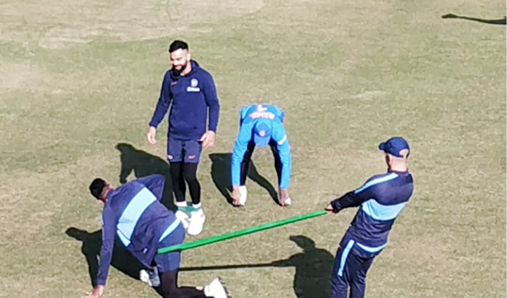 India And South Africa ODI: ग्राउंड पर उतरी टीम इंडिया, बहाया पसीना-देखें तस्वीरें
