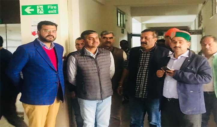 टांडा-धर्मशाला अस्पताल में राठौर की टीम