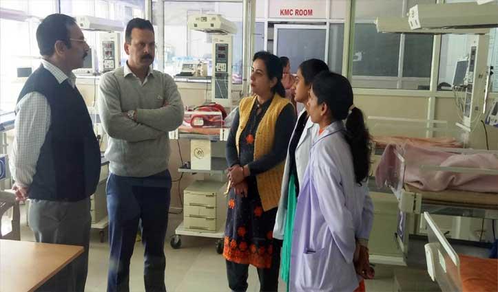अनियमितताओं के बाद व्यवस्था जांचने डीसी पहुंचे Civil Hospital Una