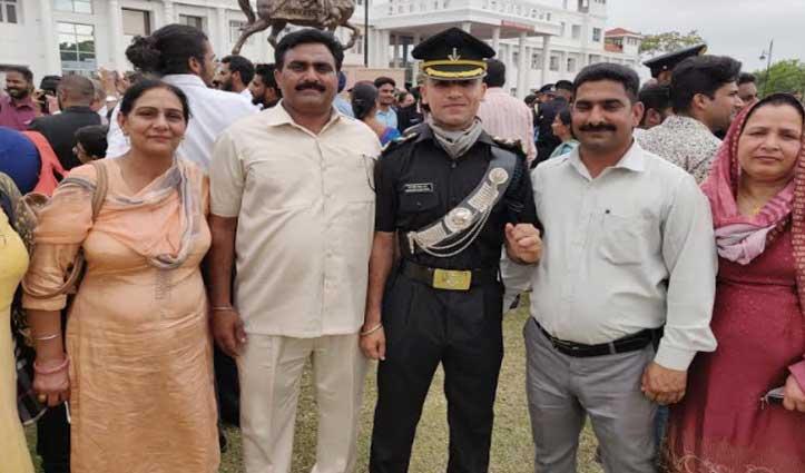 Holi की खुशी दोगुनी, पंजावर के अमनदीप सिंह बने लेफ्टिनेंट