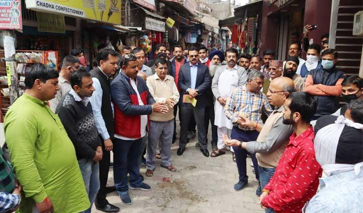 कोरोना वायरस से लड़ने को डीसी ने संभाला मोर्चा, Himachalके इस शहर में चलाया अभियान, देखें तस्वीरें